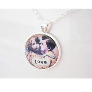 Jewelry - Silver vintage image of love necklace